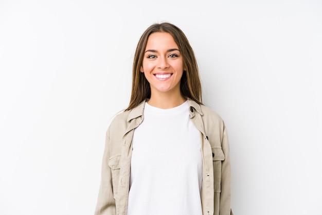Jovem mulher caucasiana isolada feliz, sorridente e alegre. Foto Premium