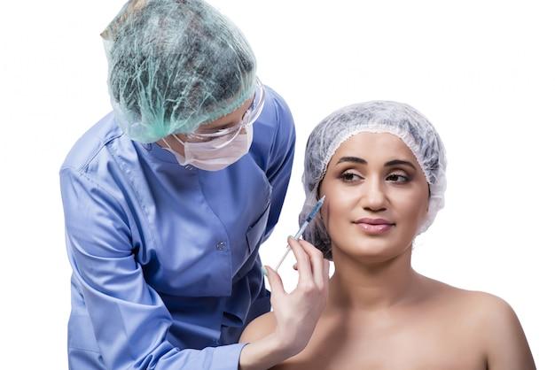 Jovem mulher se preparando para a cirurgia plástica isolada no branco Foto Premium