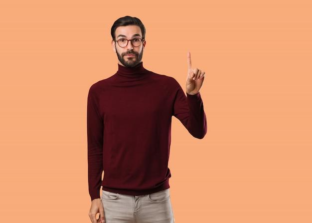 Jovem, natural, homem, mostrando, numere um Foto Premium