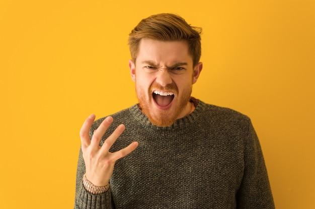 Jovem, ruivo, homem, rosto, closeup, muito, assustado, e, amedrontado Foto Premium