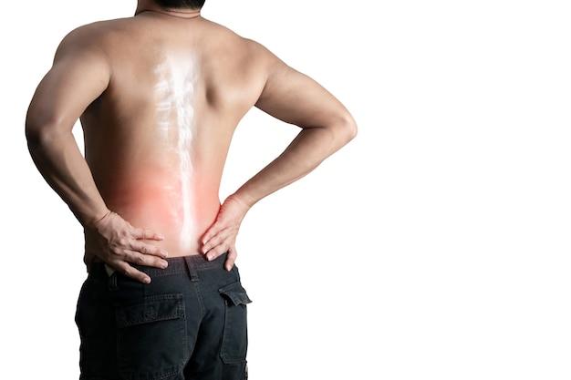 Jovem segurando a coluna óssea de dor nas costas em uma superfície branca Foto Premium
