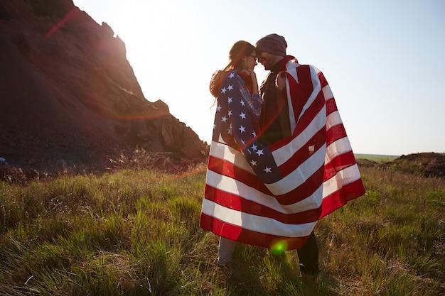 Jovens americanos românticos Foto gratuita