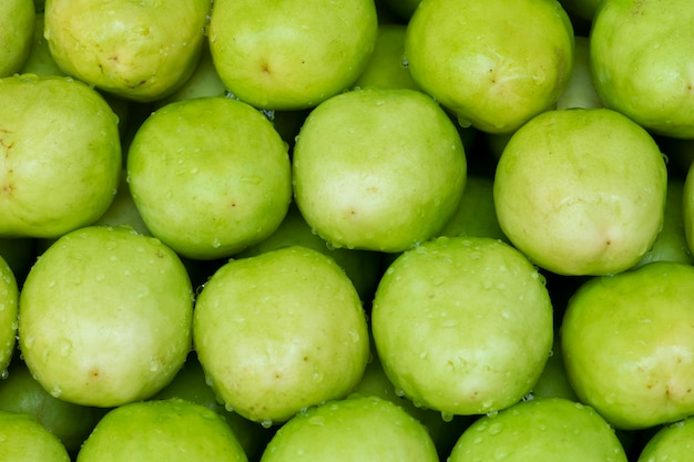 Jujuba frutas, maçã de macaco no mercado Foto Premium