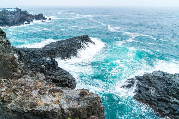 Jungmun daepo coast jusangjeolli cliff, ilha de jeju Foto Premium