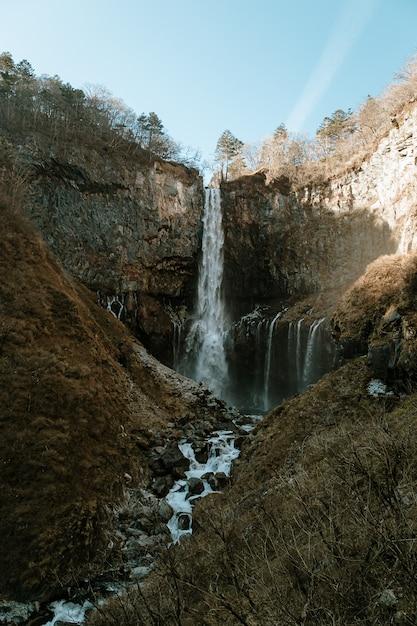 Kegon falls na temporada de inverno. parque nacional nikko, prefeitura de tochigi, japão. Foto Premium