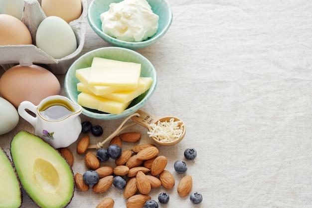 Keto, dieta cetogênica, baixo carboidrato, alta gordura emagrecimento saudável Foto Premium