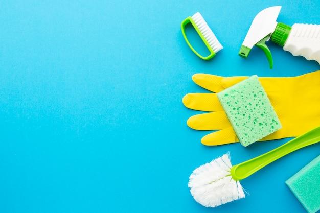 Kit de higiene com espaço para texto Foto gratuita