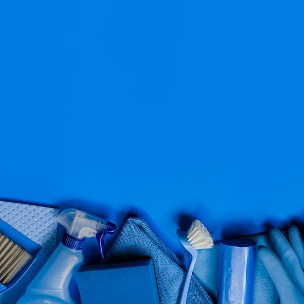 Kit de limpeza azul para limpeza. vista do topo. copyspace Foto Premium