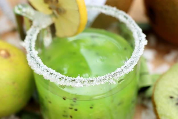 Kiwi com suco smoothie Foto Premium