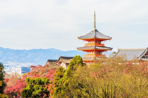 Kiyomizu dera templo em kyoto no japão Foto gratuita