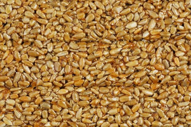 Kozinaki de sementes de girassol douradas e torradas. tiro macro, Foto Premium