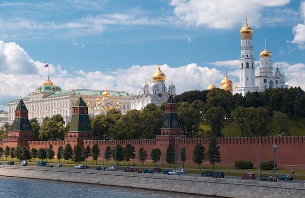 Kremlin de moscou e beira-mar. Foto Premium