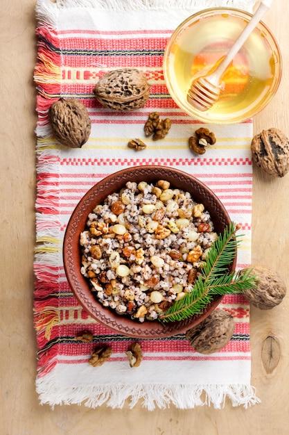 Kutya é um prato de grãos servido por cristãos orientais na época do natal Foto Premium