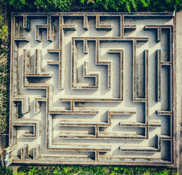 Labirinto cinza, conceito complexo de solução de problemas Foto gratuita