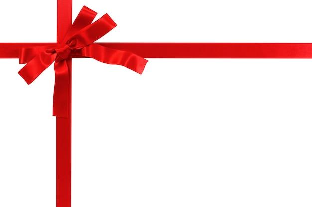 Laço de presente vermelho e fita isolado no fundo branco Foto gratuita