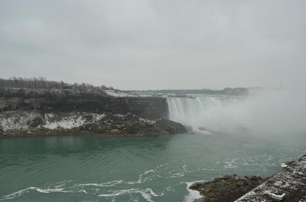 Lado canadense das cataratas do niágara Foto Premium