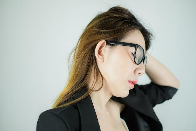 Lado da empresária asiática estressada Foto Premium