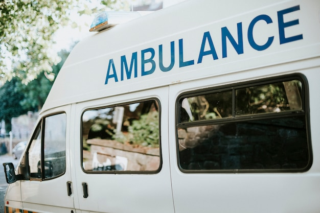 Lado de uma ambulância britânica Foto gratuita