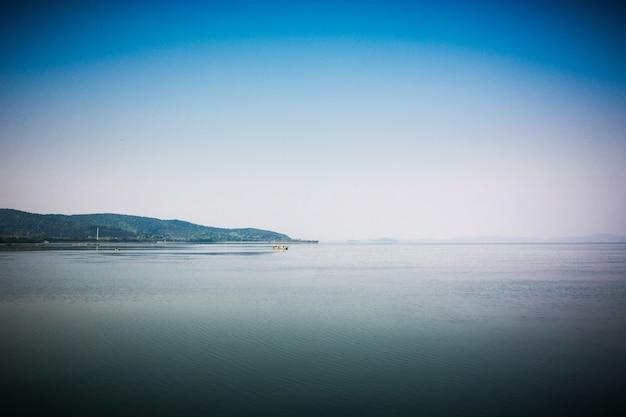 Lago de finlândia scape no verão Foto gratuita
