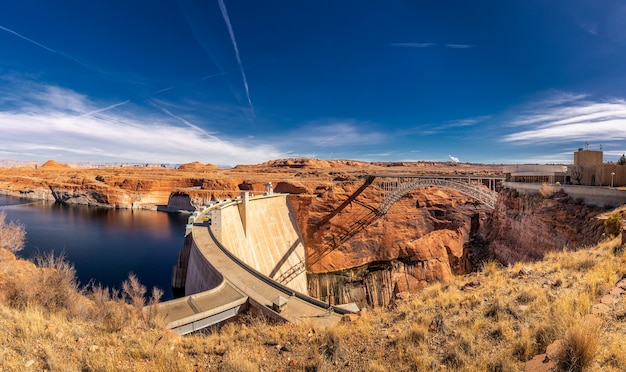 Lago powell e represa glen canyon no deserto do arizona, estados unidos Foto Premium