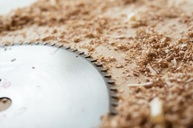 Lâmina de serra circular Foto gratuita