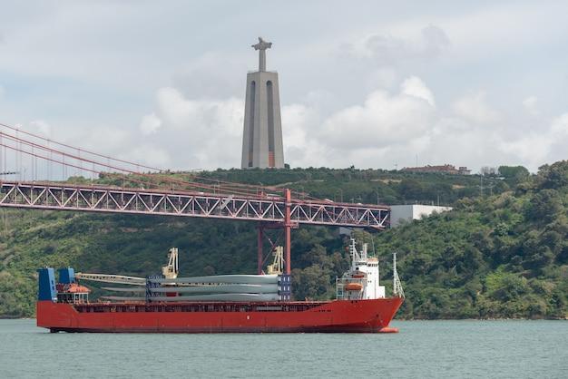 Lâminas de transporte de navios para um moinho de vento Foto Premium