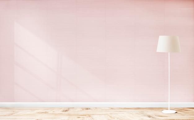 Lâmpada de pé em um quarto rosa Foto gratuita
