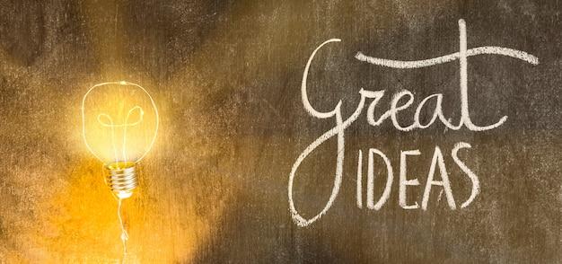 Lâmpada iluminada com grande idéias texto escrito na lousa Foto gratuita