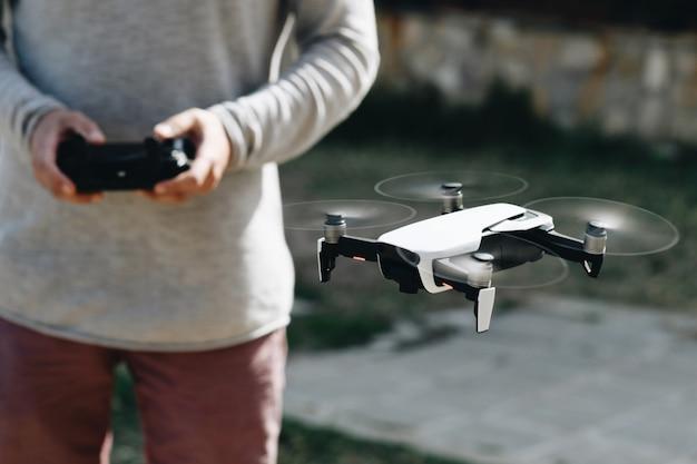 Lançar e ver quadrocopter, drone Foto Premium