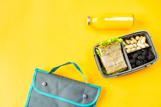 Lancheira com comida Foto Premium