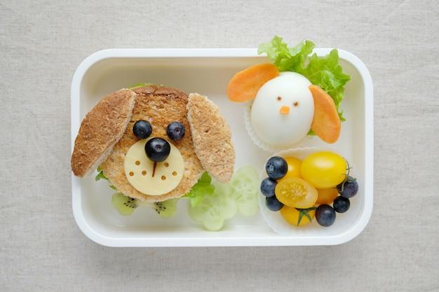 Lancheira de sanduíche de cachorro, divertido arte de comida para crianças Foto Premium