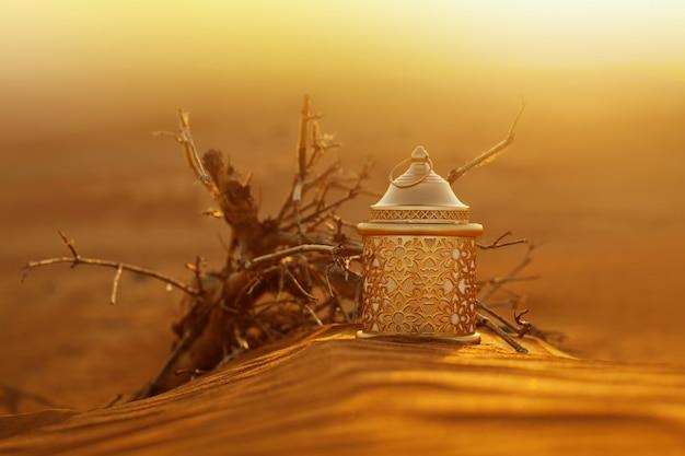 Lanterna do ramadã no deserto ao pôr do sol Foto Premium