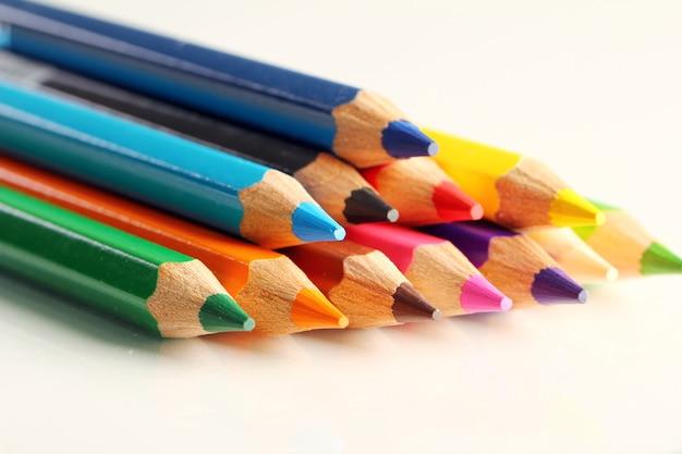 Lápis coloridos Foto gratuita