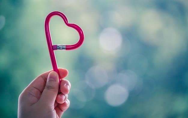 Lápis em forma de coração Foto Premium