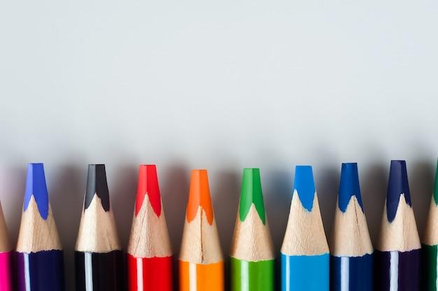 Lápis em um branco Foto Premium