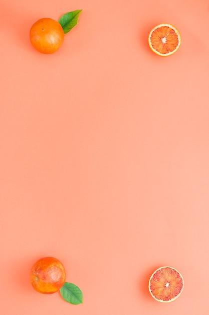 Laranjas de vista superior em cantos Foto gratuita
