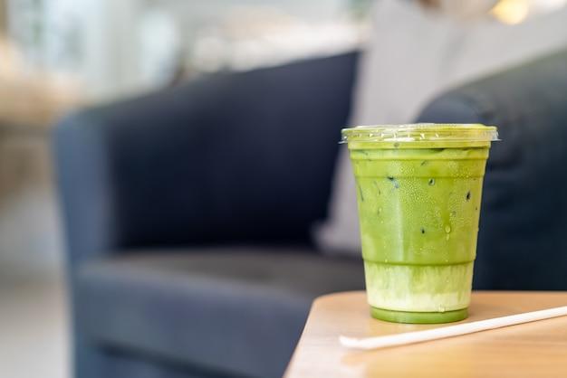 Latte matcha gelado chávena de chá verde Foto Premium