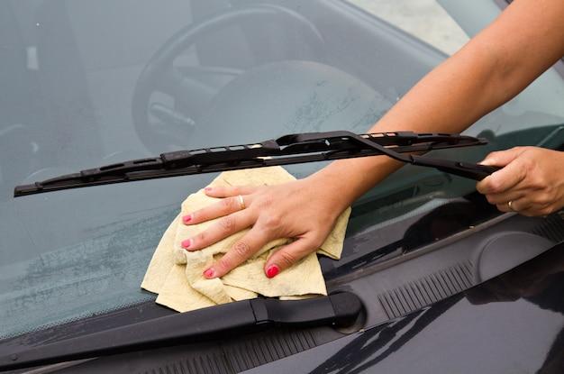 Lavagem de carro com pano e balde Foto Premium