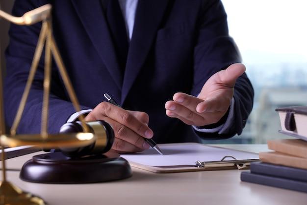 Law lawyer concept advogados de justiça tendo equipe Foto Premium
