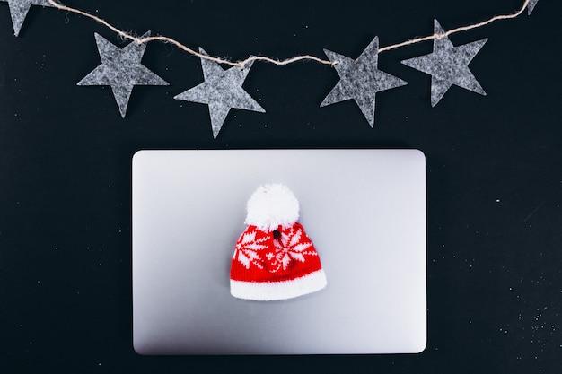 Layout de fundo de natal em fundo preto Foto gratuita
