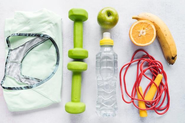 Layout organizado com itens de estilo de vida saudável Foto gratuita