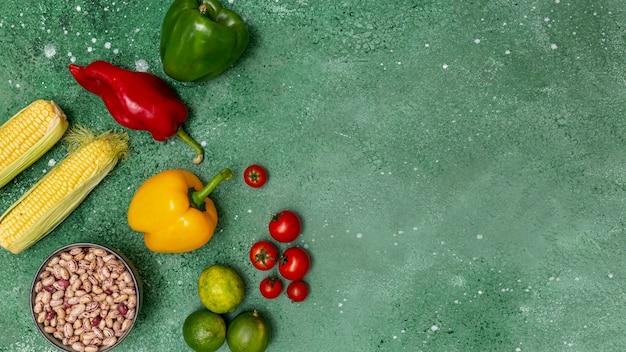Legumes coloridos frescos para cozinha mexicana Foto gratuita