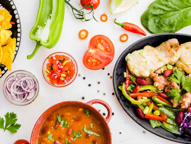 Legumes e copo com enfeite Foto gratuita
