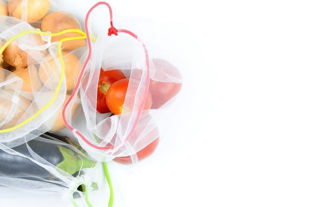 Legumes no supermercado mech em branco Foto Premium