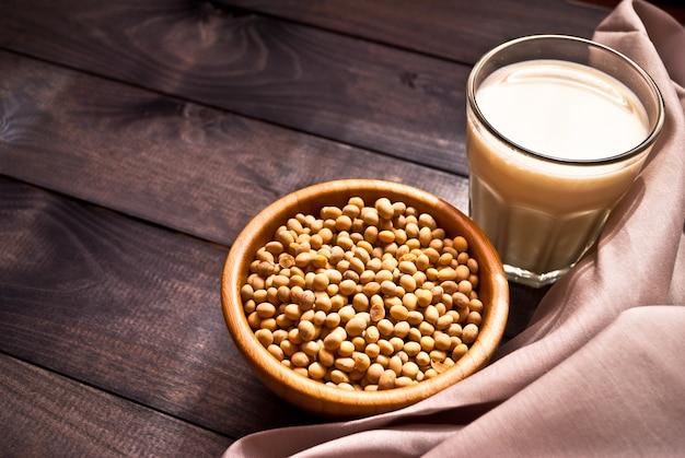 Leite de soja e feijão Foto Premium