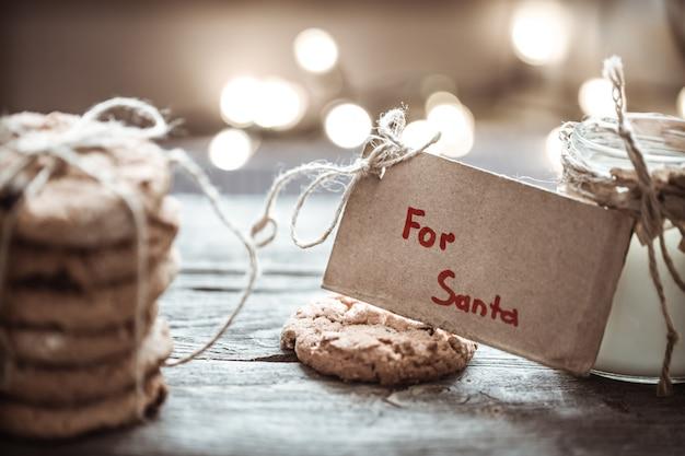Leite e biscoitos para o papai noel Foto gratuita