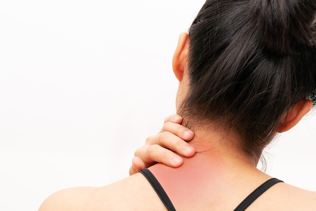 Lesão de dor de pescoço e ombro de mulheres jovens Foto Premium