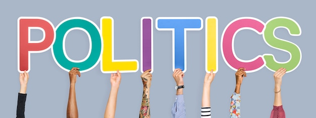 Letras coloridas, formando a palavra política Foto gratuita