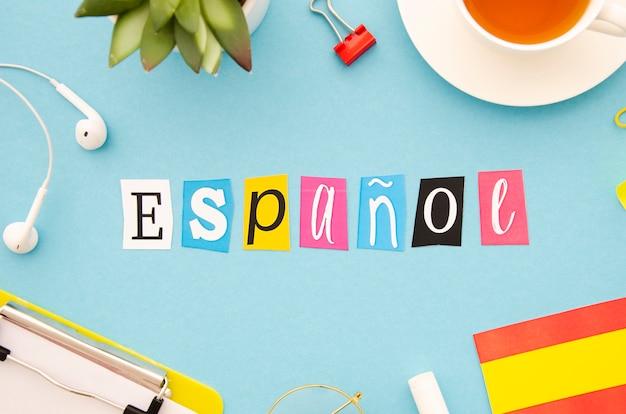 Letras de espanol em fundo azul Foto gratuita