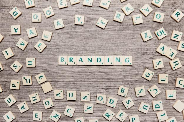 Letras formando a palavra branding Foto gratuita